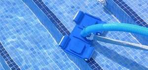 Como deixar a piscina livre de sujeiras.