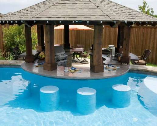 Constru o de piscinas com bar molhado atibaia piscinas for Swimming pool entertaining areas