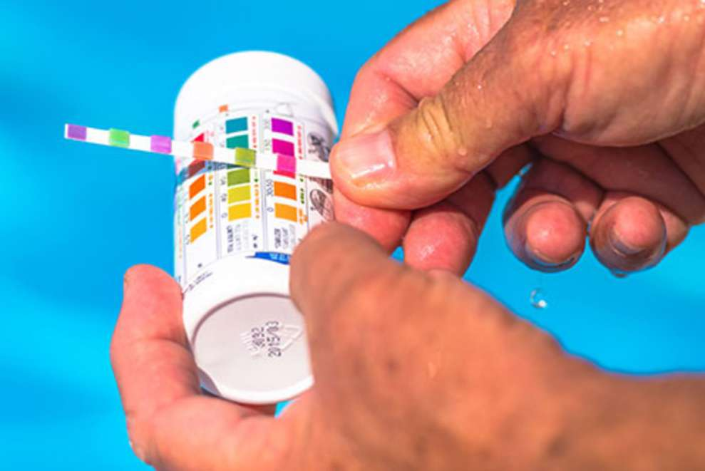 10 dicas para um tratamento de água adequado da sua piscina.